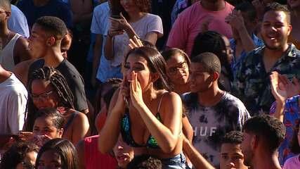 Público solta a voz com Vitão no FV