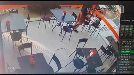 Carro invade padaria no DF e família escapa por pouco