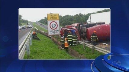 Acidente entre caminhão e carro interdita a Rodovia Marechal Rondon em Araçatuba