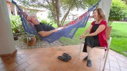 Edlaine Garcia conversa com o músico Derico Sciotti
