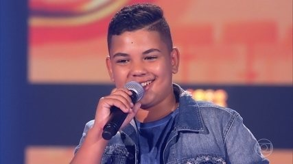 """Adryel Freitas canta """"Cem Mil"""" nas Audições às Cegas"""
