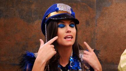 Aprenda a fazer uma maquiagem de Carnaval com glitter