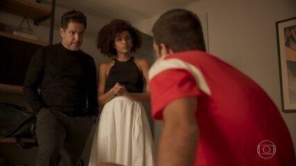 Raul e Vitória propõem que Sandro deixe o país