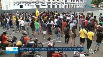 Estudantes protestam contra aumento da passagem de ônibus em São Luís