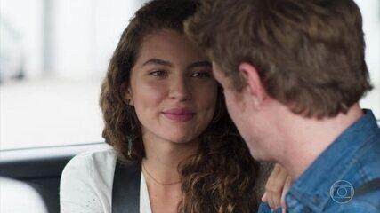 Rita se declara para Filipe e lhe dá um anel seu para guardar de lembrança, em 'Malhação - Toda Forma de Amar'