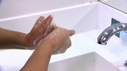 Higienizar as mãos é o principal método de prevenção contra o coronavírus