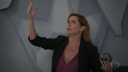 Alexia tenta ajudar Rafael a superar suas manias