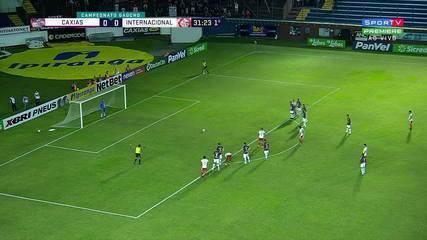 Gol do Inter! Thiago Galhardo cobra pênalti e abre o placar, aos 31' do 1T