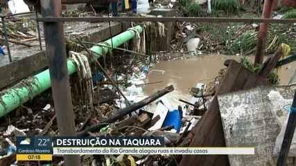 Rio transborda e causa transtorno a moradores da Taquara