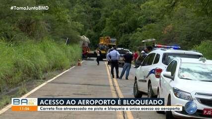 Carreta que transportava trator bloqueia o único acesso ao aeroporto de Barreiras
