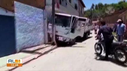 Mulher é atropelada por caminhão desgovernado em Jequiá da Praia, AL