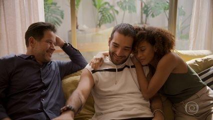 Vitória vive feliz ao lado dos filhos e de Raul