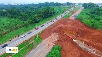 Erosão causa engarrafamento e irrita moradores de Goianira