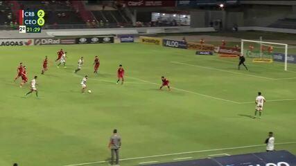 Jean Carlos chuta para o gol e Gum salva em cima da linha , aos 21' 2T
