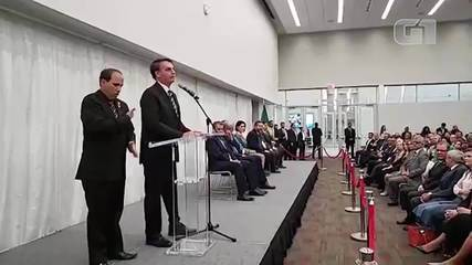 Nos EUA, Bolsonaro fala sobre economia e sobre coronavírus