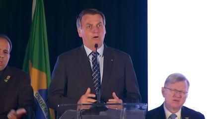 Nos EUA, Bolsonaro diz que situação do coronavírus é fantasiosa