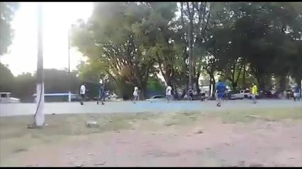 Ronaldinho Gaúcho disputa jogo de futsal na prisão no Paraguai