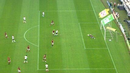 O único chute certo de Yony González pelo Corinthians