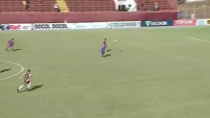 Gol do Juventus! Túlio Renan recebe em velocidade e marca contra o Marcílio Dias