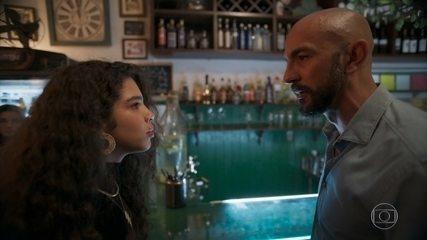 Álvaro interrompe o show de Verena, que enfrenta o marido