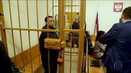 Confira como está a vida de Robson Oliveira, motorista do jogador Fernando, que está preso ha 1 ano na Rússia