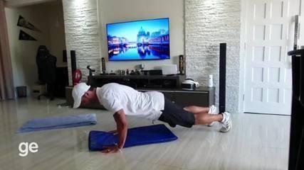 Personal trainer ensina exercícios para fazer em casa no período de quarentena