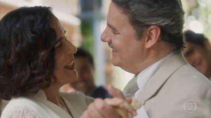 Lola e Afonso curtem a festa de casamento