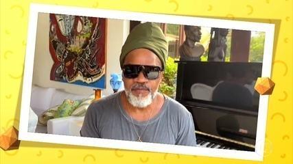 Carlinhos Brown manda recado especial para o público em quarentena