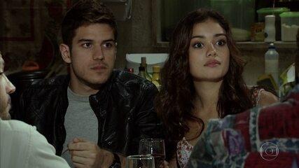 Rafael diz a Griselda quais são suas intenções com Amália