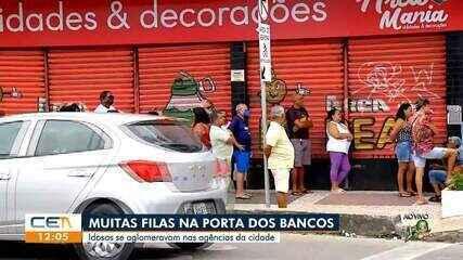 Idosos se aglomeram em filas de agências bancárias de Fortaleza