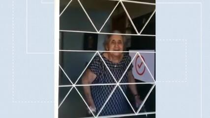 Neta faz serenata para a avó no DF