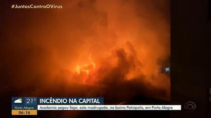 Incêndio atinge academia no início desta segunda-feira (6) no bairro Petrópolis na Capital