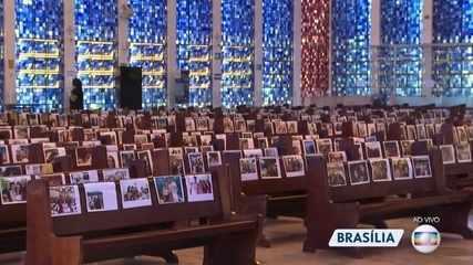 Santuário Dom Bosco coloca foto dos fiés nos bancos em celebração de Páscoa em Brasília