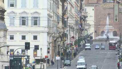 Itália atinge o menor crescimento diário de novos casos de coronavírus em um mês