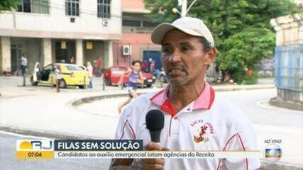 Candidato ao auxílio emergencial passa a noite na fila da Receita Federal em Madureira