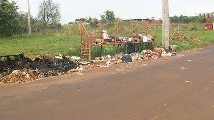 Morador de Votuporanga reclama de via pública que virou depósito de lixo