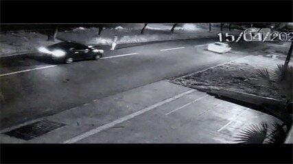 Homem morre após ser atropelado e arremessado por carro, em Goiânia