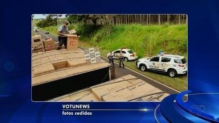 Polícia Rodoviária apreende caminhão bitrem carregado com cigarros contrabandeados