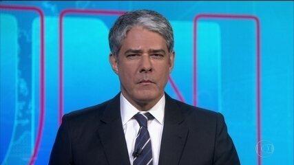 Moro pede demissão e faz denúncias contra Bolsonaro, que nega. Moro mostra prova