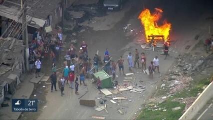 Moradores de favela no Jaguaré protestam pela morte de rapaz de 23 anos