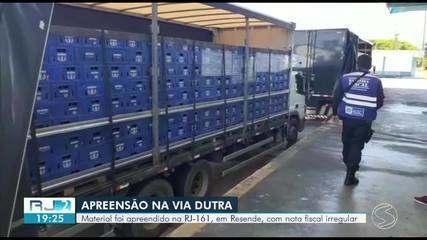 Garrafas de cerveja são apreendidas com notas fiscais irregulares em cidade do Sul do Rio