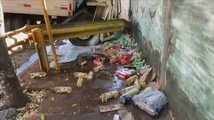 Motorista morre após bater caminhão contra muro em Piraju