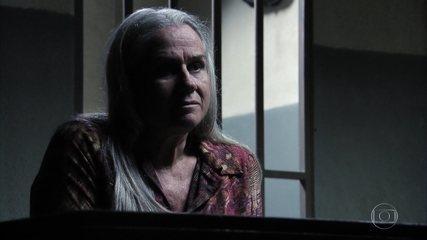 Lucinda apoia Carminha e diz que a considera uma filha