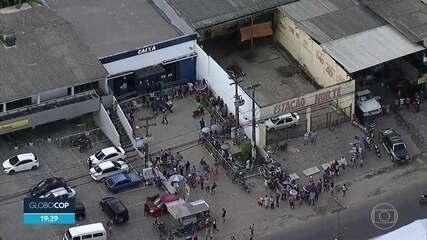 Tumulto e longas filas marcam dia de sofrimento de quem precisa sacar dimheiro na Caixa