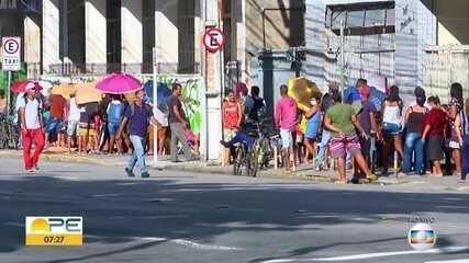 Agências da Caixa têm mais um dia de filas extensas no Grande Recife
