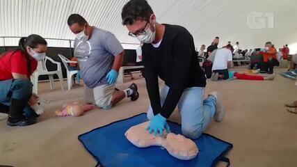 Coordenador de projetos sociais durante capacitação em socorrista em Paraisópolis