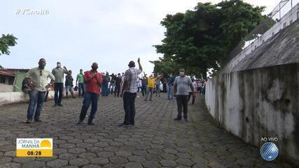 Funcionários do Hospital Bom Viver protestam contra atraso no pagamento dos salários
