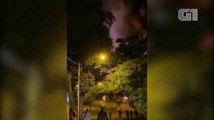 Incêndio atinge garagem de ônibus de empresa em Sorocaba