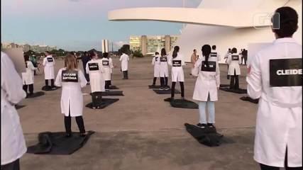 Enfermeiros fazem homenagem em Brasília a colegas mortos pela Covid-19
