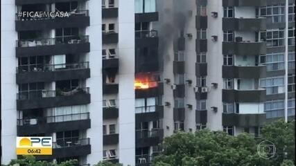 Aparatamento é atingido por incêndio, no Recife